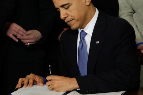 obama_signs_healthcare_reform_bill_into_law-460x307